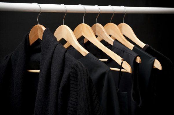 Kuidas hoida musta värvi riideid tuhmumisest?