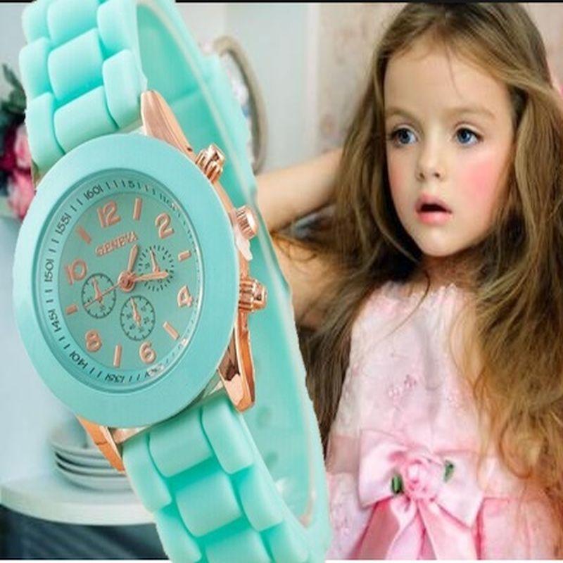Suures värvivalikus tüdrukute kelli