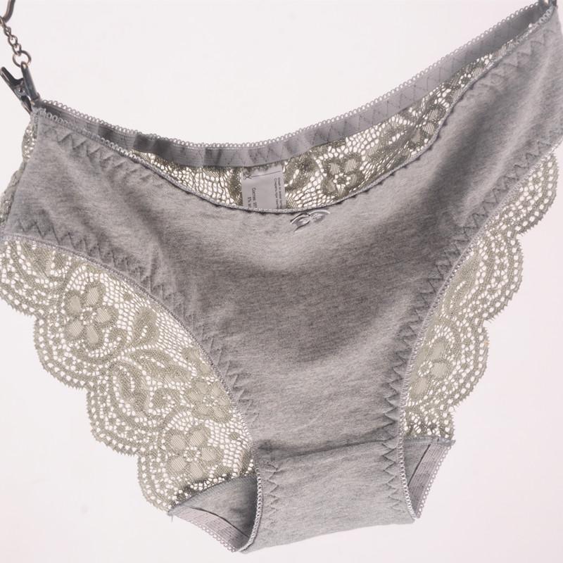 Puuvillase esiosa ja pitsilise tagaosaga püksikud