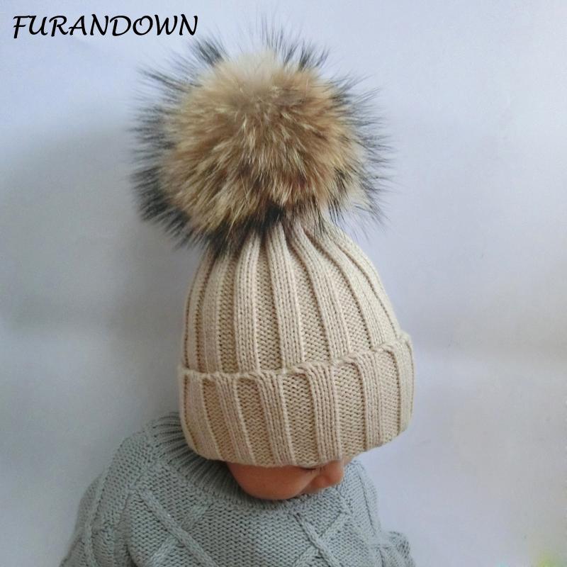 Moodsad karvase tutiga mütsid lastele