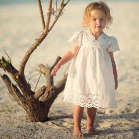 Populaarsete multifilmitegelaste piltidega kleidid tüdrukutele