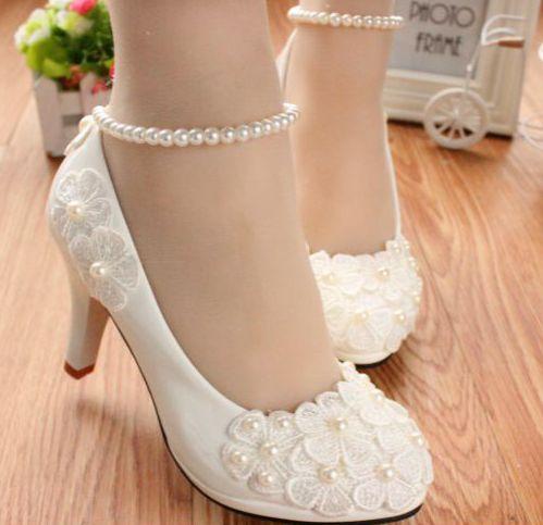 f0879346079 3 erineva kontsakõrgusega lilleaplikatsioonidega valged pidulikud kingad