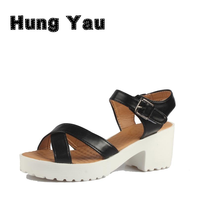 Lihtsad naiste sandaalid