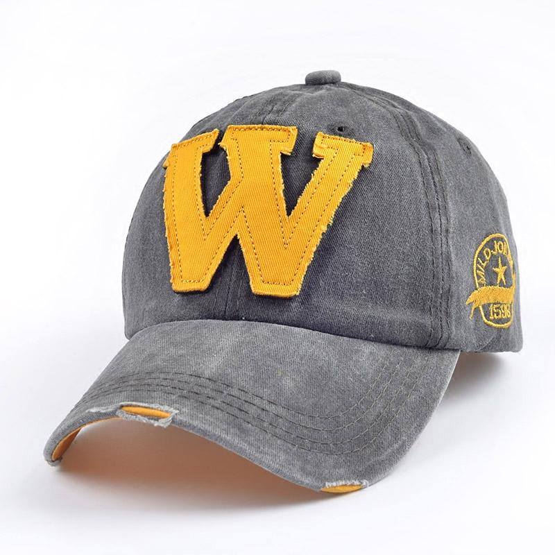 """""""W"""" tähega nokamütsid puuvillast"""