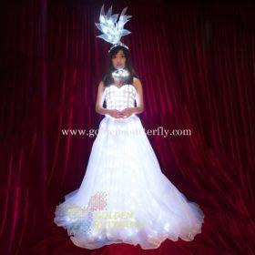 Peente õlapaeltega pulmakleit