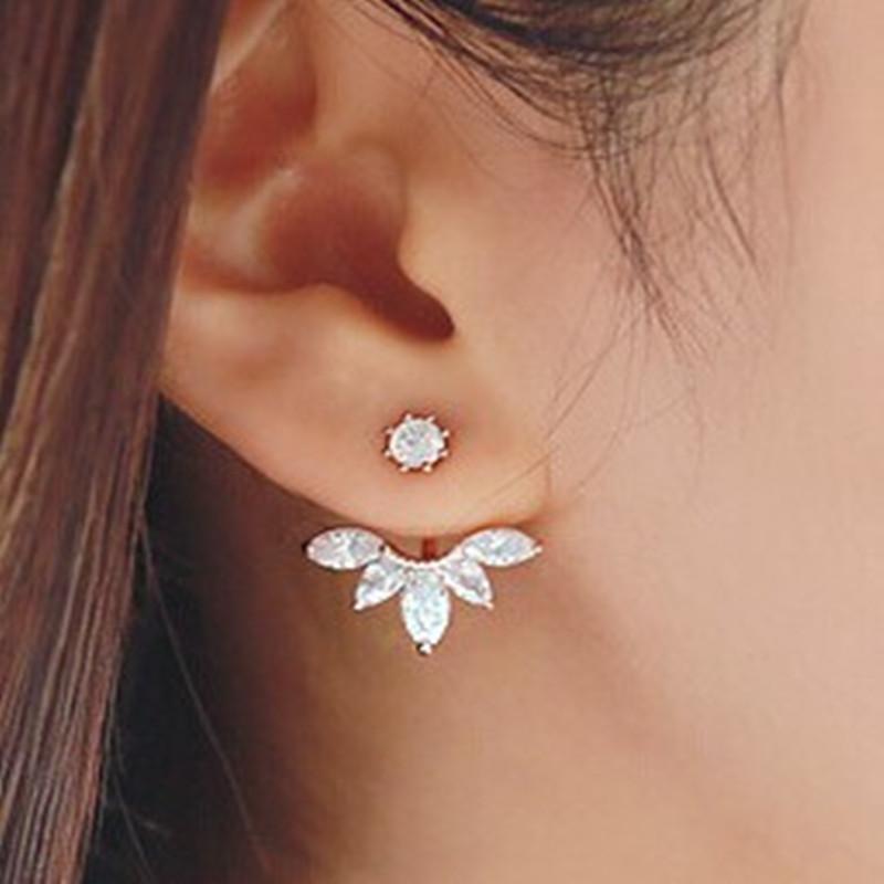 Omapärased väikesed kõrvarõngad valgete kristallidega