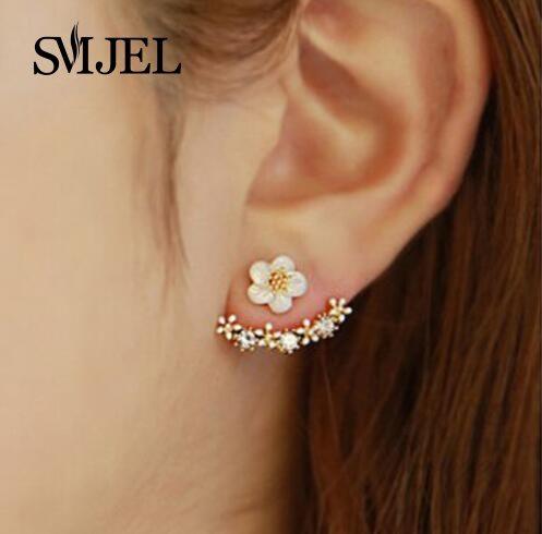 Väikesed kõrvarõngad valgete lilledega