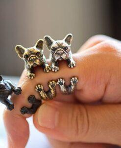 Armsate buldogidega sõrmused