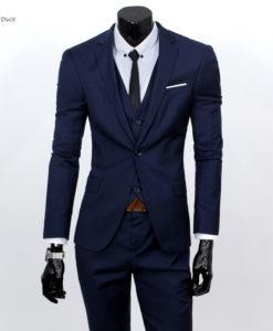 Kolmeosaline ülikonnakomplekt vestiga