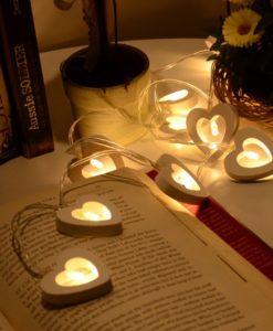 Valgete südametega valguskett