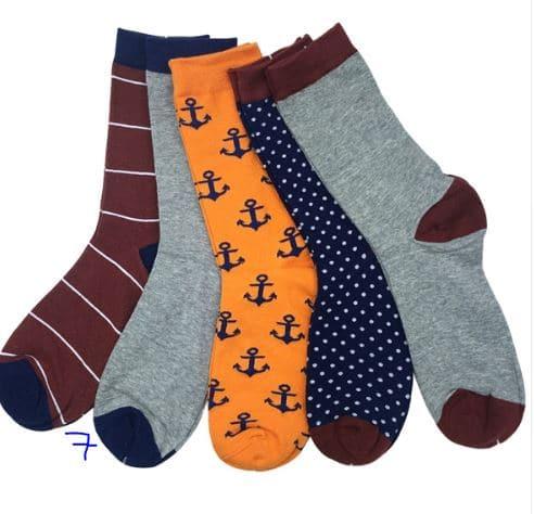 Viis paari erivärvilisi sokke meestele
