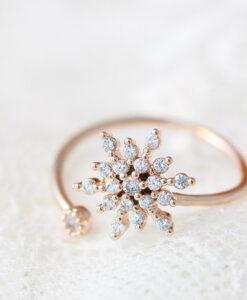 Õrna lumehelbega sõrmus