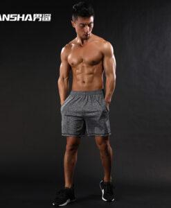 Lühikesed hallid või mustad spordipüksid