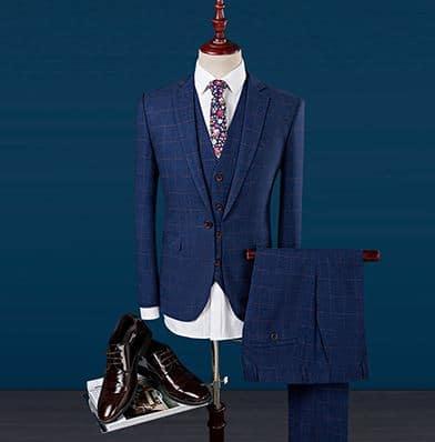 67bae1fb1e6 Kolmeosaline sinine meeste ülikond