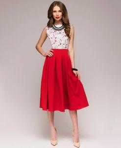 Punase või sinise seelikuosaga kleidid
