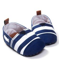 Sinisetriibulised jalatsid beebidele