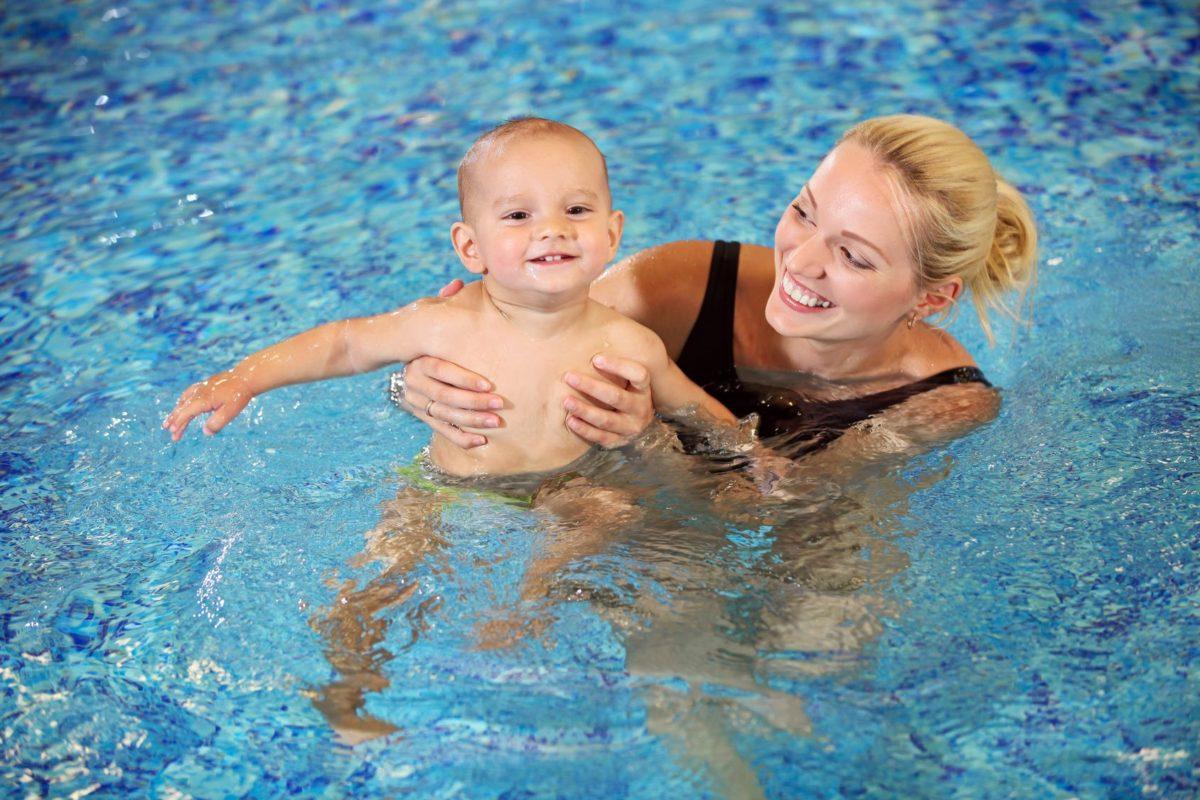 Kuidas väikest last ujuma õpetada?
